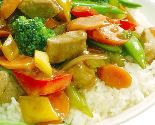 Kipkerrie met witte rijst